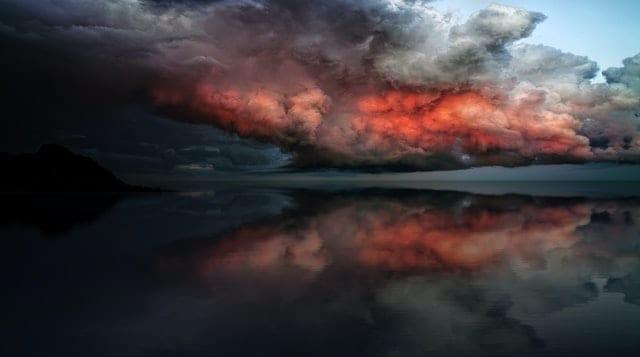【夢占い】嵐の夢の意味とは?吉夢それとも悪夢?接近、窓越し、車の中、窓ガラス、過ぎ去る、消える、晴れる、虹、暴風、豪雨、吹き飛ばされるなどまとめ
