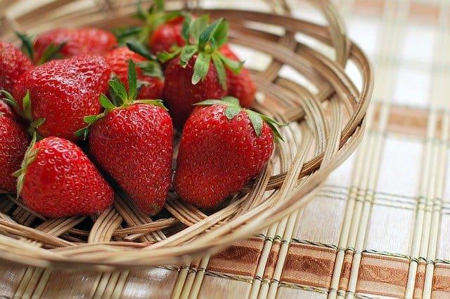【夢占い】イチゴの夢の意味とは?貰う、あげる、大きい、小さい、食べる、沢山、イチゴジャム、大福、いちご狩りなどまとめ