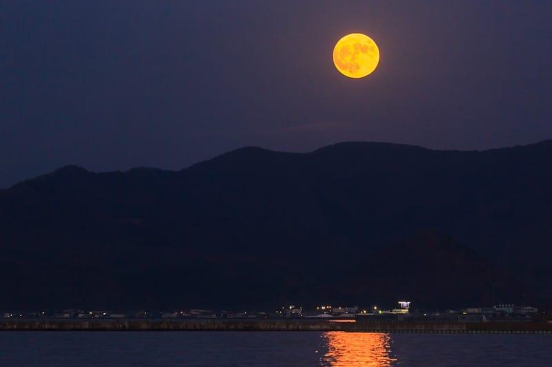 天星術「満月タイプ」性格や相性(天室・月)星ひとみの占い
