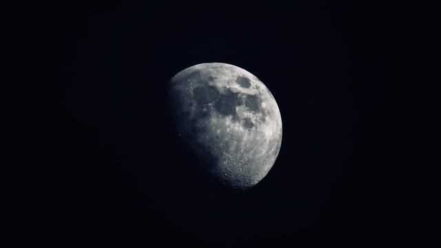 天星術「上弦の月タイプ」の芸能人・有名人一覧!星ひとみの占い